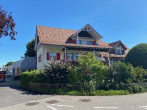4,5 Zimmer Dachwohnung in Tägerwilen: Hausansicht von aussen